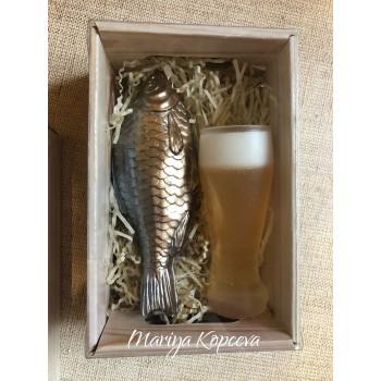 Набор бокал пива и рыба